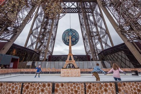 The skating rink, an experience not to be - The Eiffel Tower