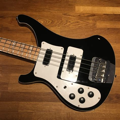 Renegade Bass LEFTY Black with white bindings and Maple